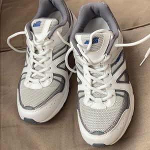Brand new men's Avia sneakers shoes size 9
